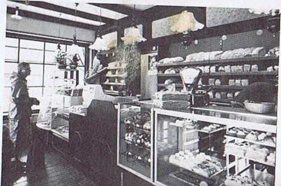De inrichting van de winkel op de Voorweg in 1978