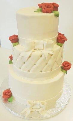 Bruidstaart 3 lagen rode rozen