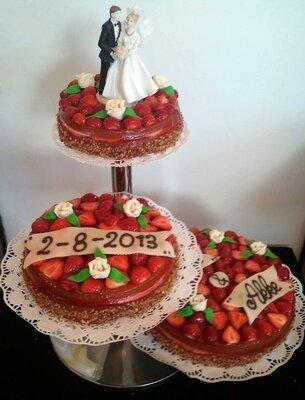 Bruidstaart met verse aardbeien